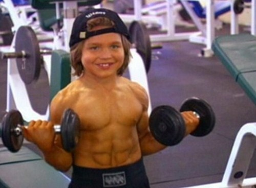 Leo Howard Muscles Richard Sandrak - MUSQ...